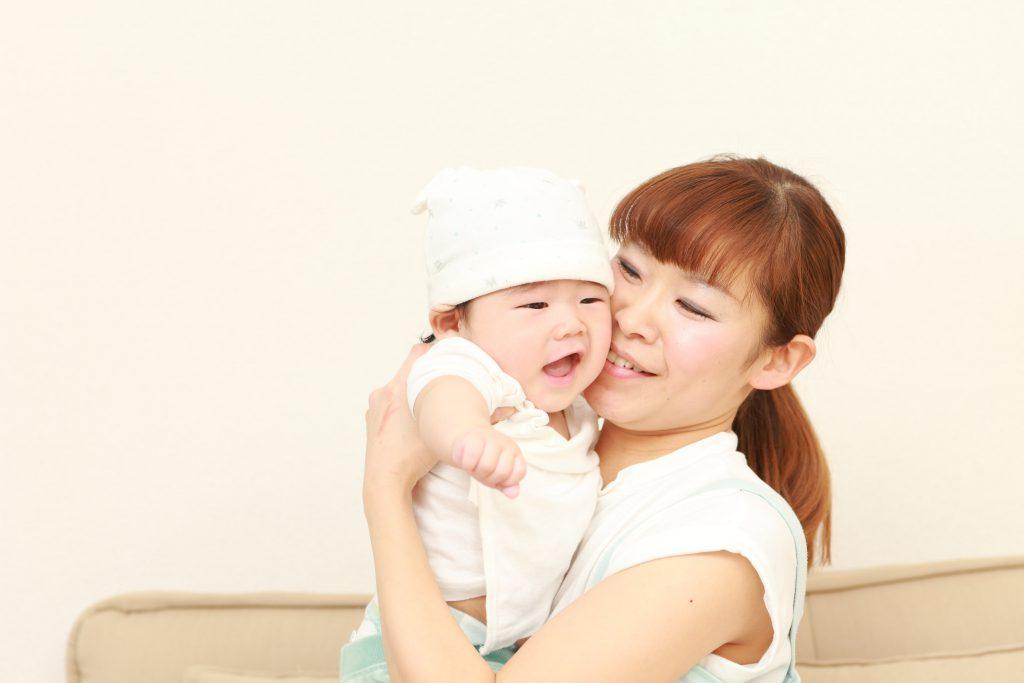 白い帽子をかぶった赤ちゃん×2-min